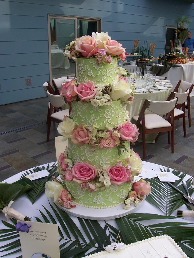 Cake Decorating Ideas Fresh Flowers : Fresh flowers to decorate your wedding cake