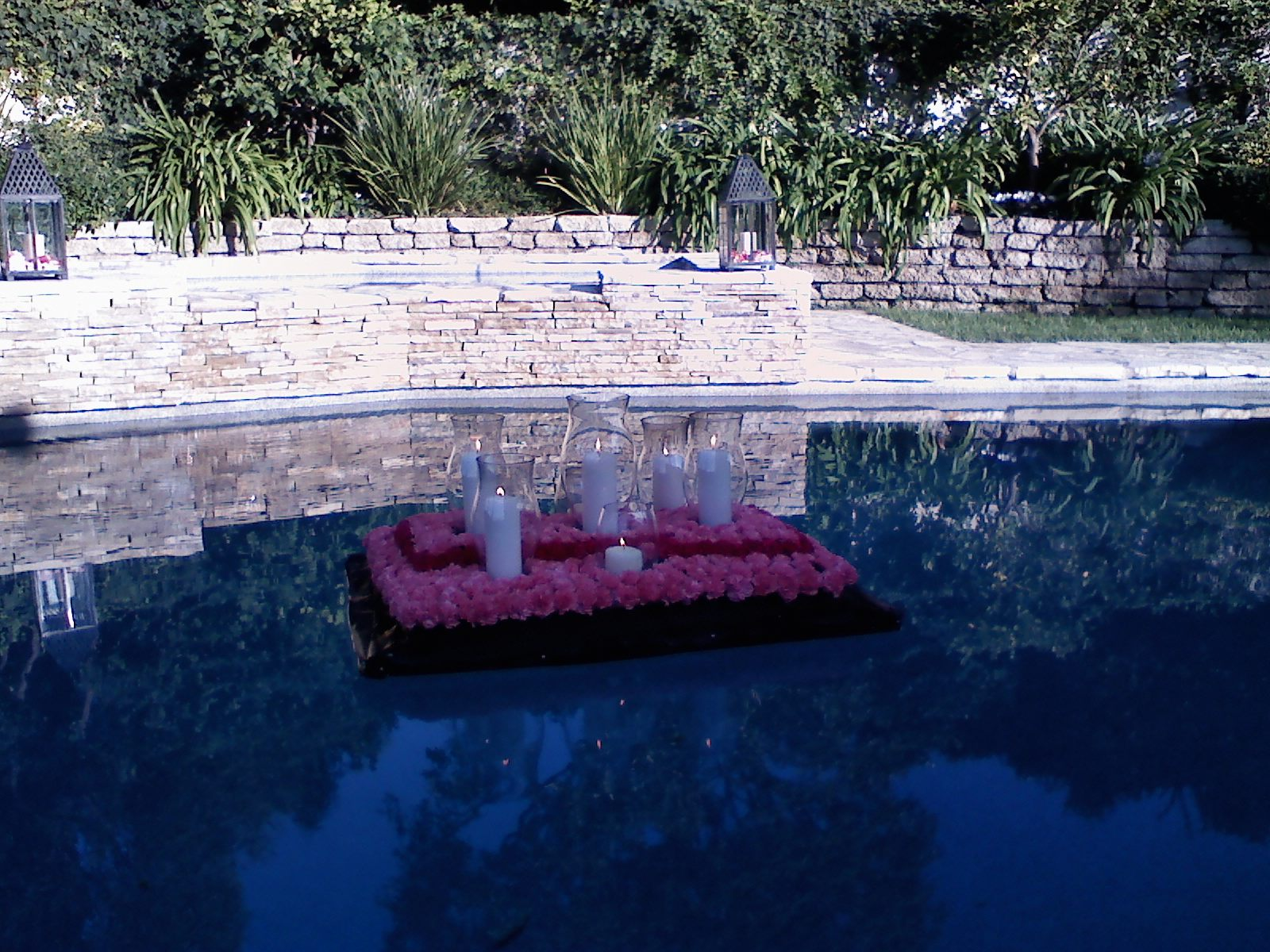 An arch pew decorations and pool flowers for Pool decorations