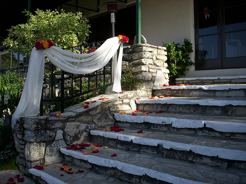 Decorate staircases banisters and other architectural featues for How to decorate a banister