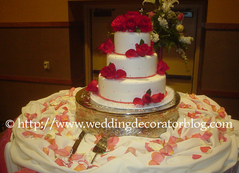 Fresh flowers to decorate your wedding cake