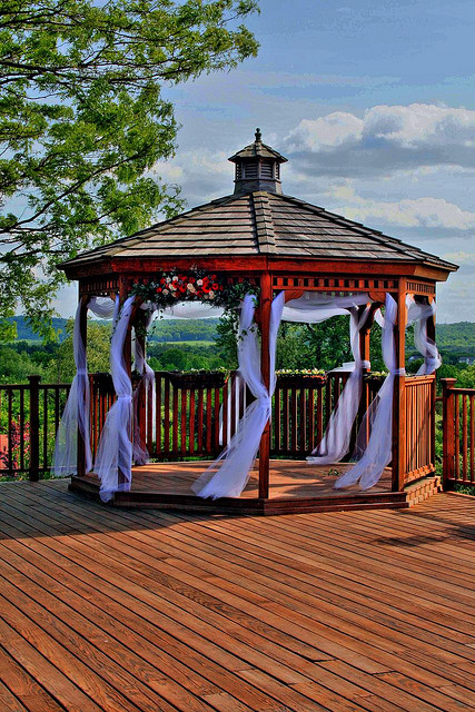 Wedding decoration ideas for a gazebo for Outdoor wedding gazebo decorating ideas