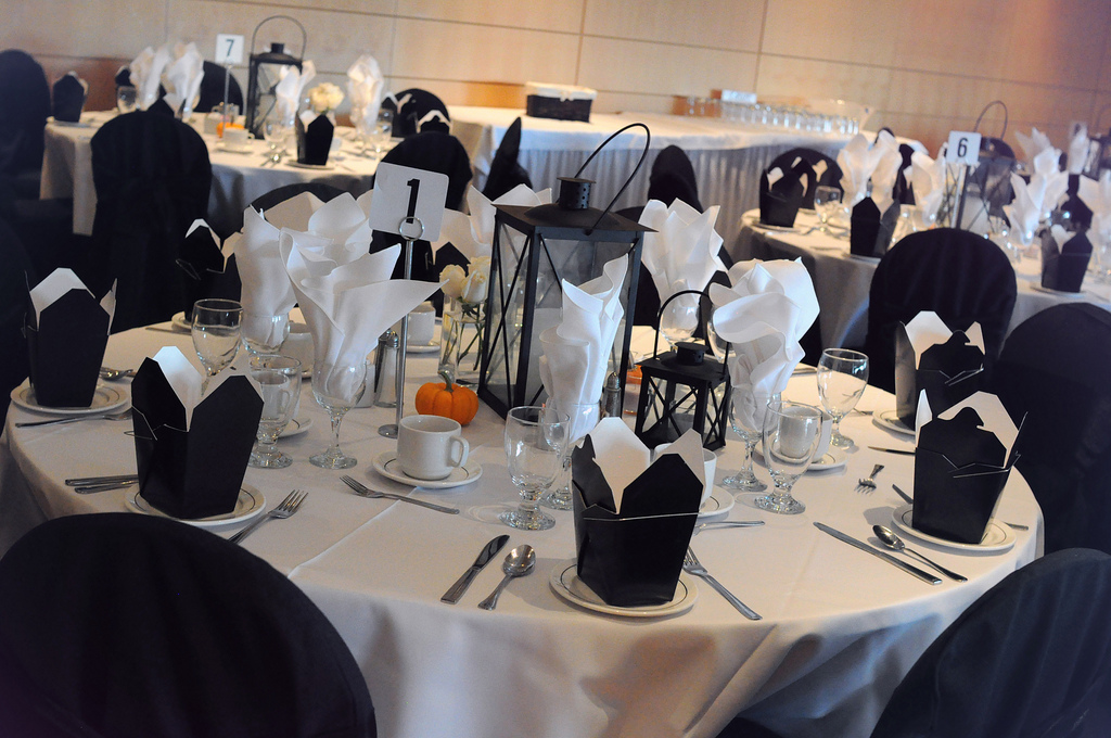 Candle And Lantern Guest Table Centerpieces