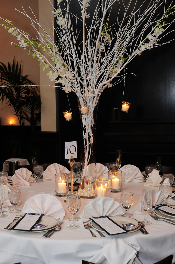 Atypical guest table centerpieces for Winter wedding centerpieces